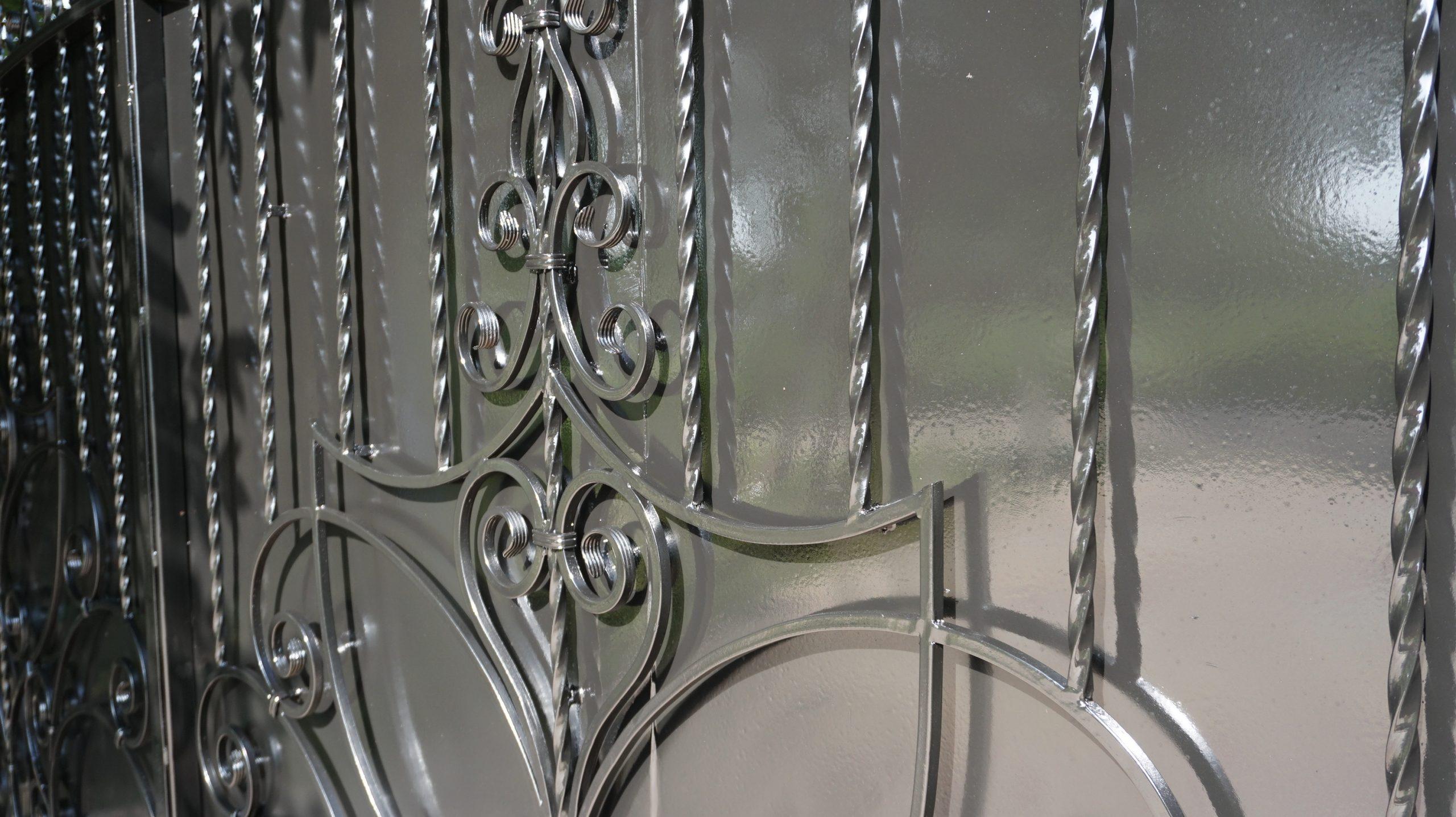 Ворота приватного будинку